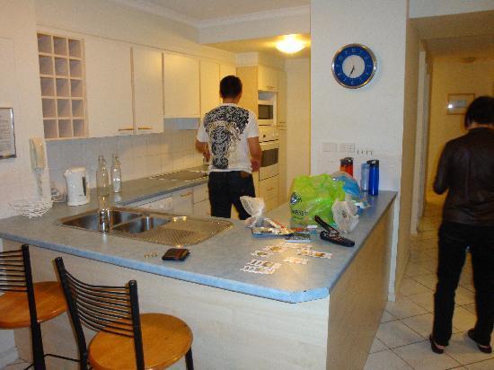 Moorings on Cavill Avenue: kitchen
