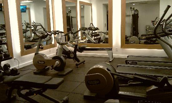 YOTEL New York at Times Square West : gym
