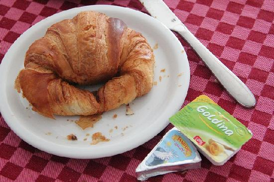 Hotel Les Citronniers: simple breakfast. Really hard croissant but enjoyed it as well as Chocolate Danish