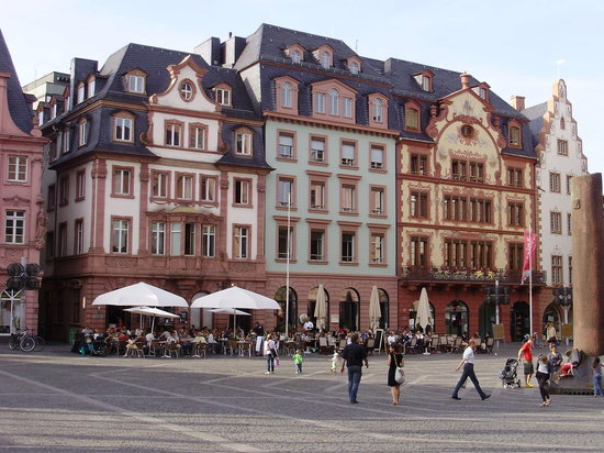 Figaro Cafe & Restaurant: Figaro's in the Markt at Mainz