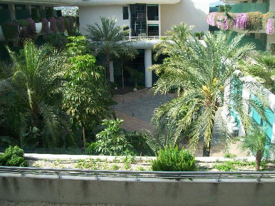 Hotel Deloix Aqua Center: View of the courtyard area