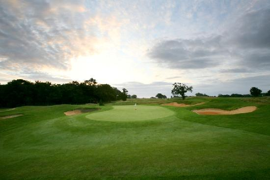 Biddenden, UK: Chart Hills - 4th Green 2