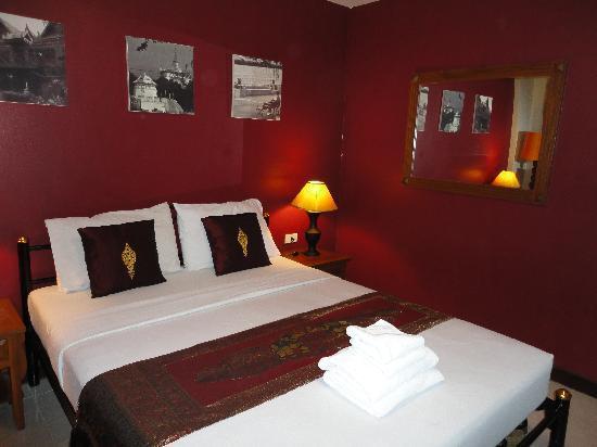 Khaosan Palace Hotel: our room