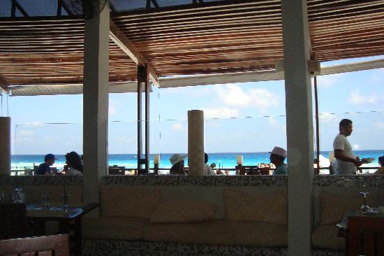 ME Cancun: le restaurant exterieur