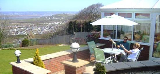 Lydshaw Bed & Breakfast: Stunning Sea Views with Garden & Patio Area