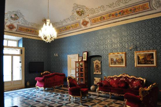 The grand reception hall photo de grana barocco art for Baroque hotel
