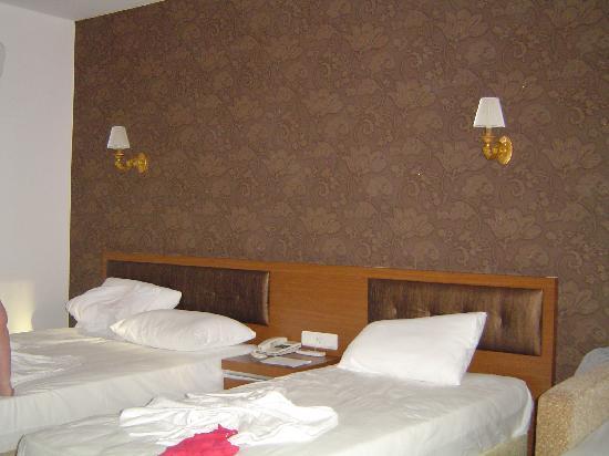Eftalia Aqua Resort: room, not out of a decor mag!!