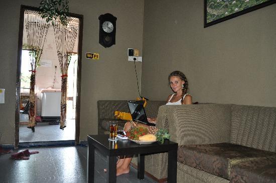 Oriental Riverside Residence Guest House: Oriental living area