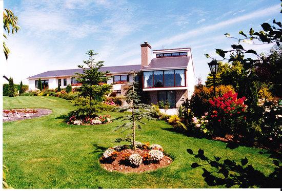 Avonree House: Outside