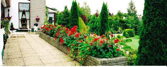 Avonree House : Garden