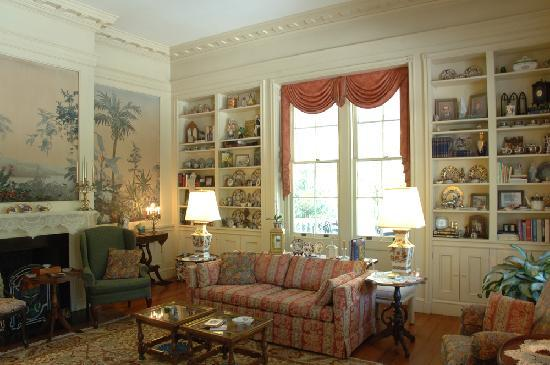 Bloomsbury Inn : Finely decored common areas to enjoy!