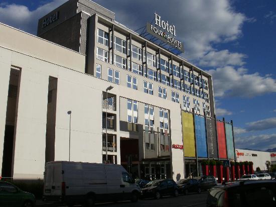 Four Points by Sheraton Bolzano: Hotel von außen