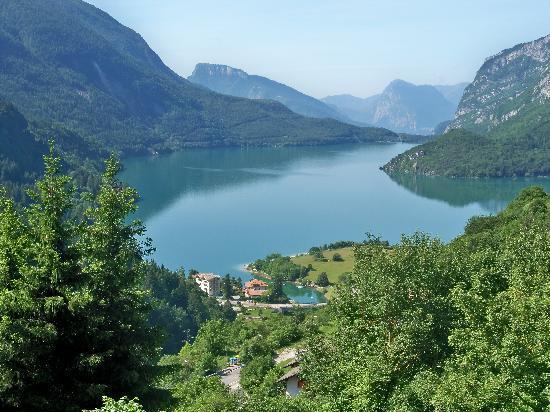 Alp & Wellness Sport Hotel Panorama: Lago di Molveno visto dalla funivia