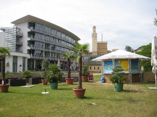 arcona Hotel am Havelufer: Hotel mit Außengastromie