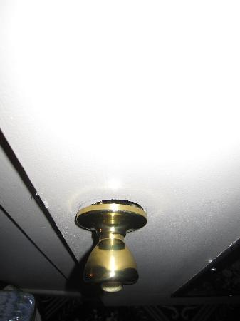 Marquis De Lafayette Hotel: Door knob in need of repair