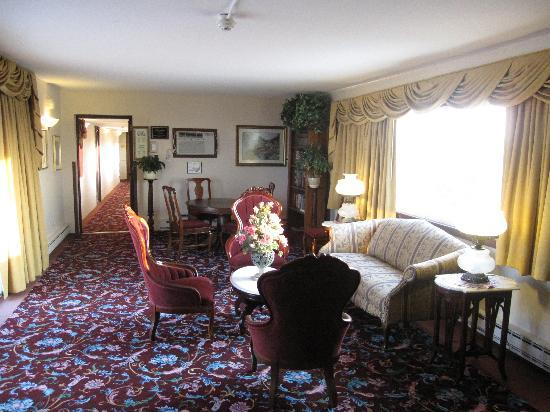 Marquis De Lafayette Hotel: Victorian interior that doesn;t make sense in 1960's hotel