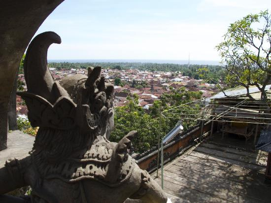 Cili Emas Oceanside Resort: Tejakula roofs from Temple