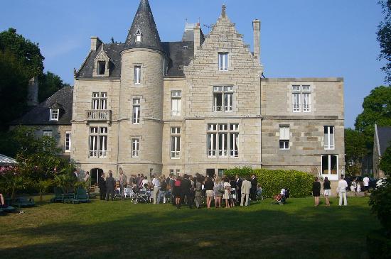 Chateaux du Val - Domaine du Val : vue de l'arrière du chateau