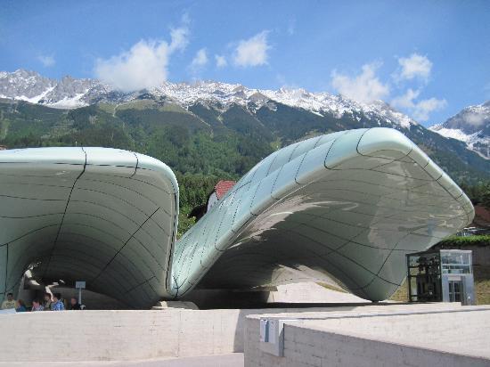 Innsbrucker Nordkettenbahnen: Bergstadtion Hungerburg