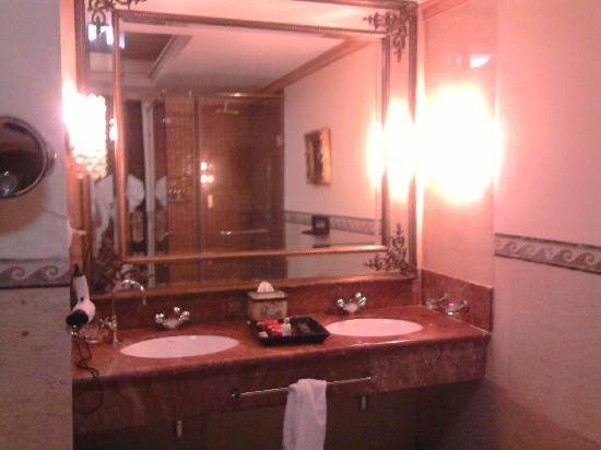 Imperial Palace : Bathroom