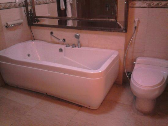 Imperial Palace : Bath Tub
