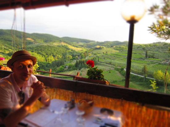 Taverna Del Guerrino : Very happy at Taverne del Guerrino