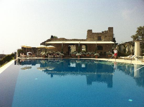 Belmond Hotel Caruso: Lazing By The pool