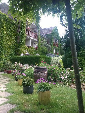 Hostellerie du Vieux Moulin: coté récent