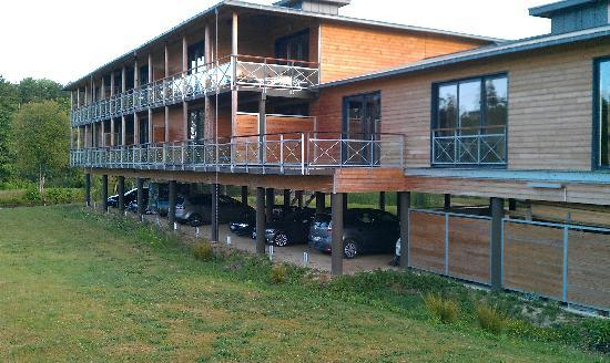 Cice Blossac Golf Resort : Wooden 'cabin' block