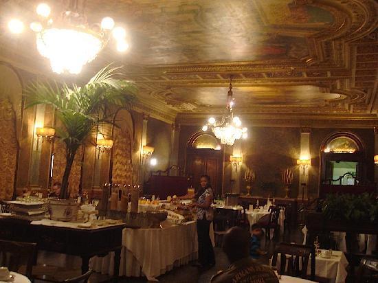 Grand Hotel Plaza: Breakfast Room