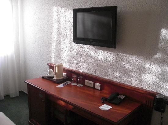 Best Western Marseille Airport: desk