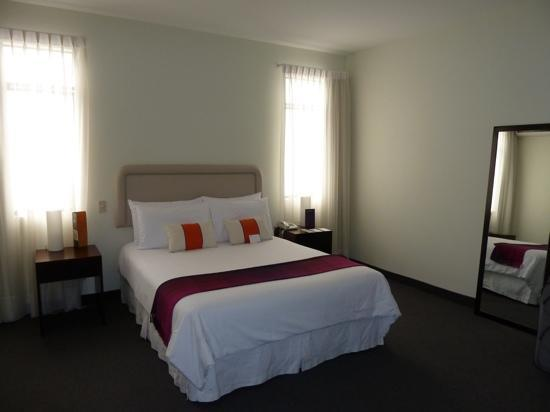 El Golf Hotel Boutique: junior suite , room 117, immaculate and bright, flat screen tv, fridge and separate sitting area
