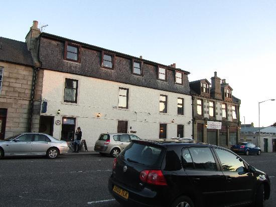 Station Hotel Portsoy: exterior of hotel, place is clean and friendly