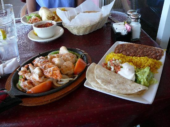 Seafood Fajitas at Mariachi