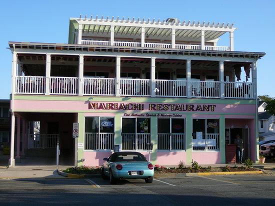 Exterior of Mariachi on Wilmington Avenue