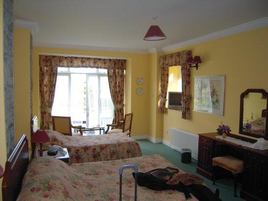 Tahilla Cove Country House : Notre chambre, dans la dépendance