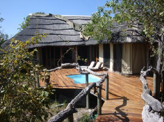 Wilderness Safaris Kings Pool Camp : Outside space at room 1