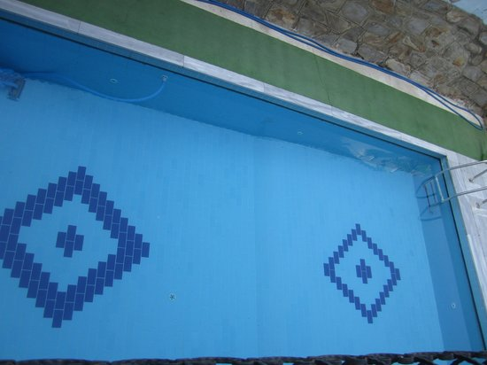 Sezgins Boutique Pansion: Overview of pool.