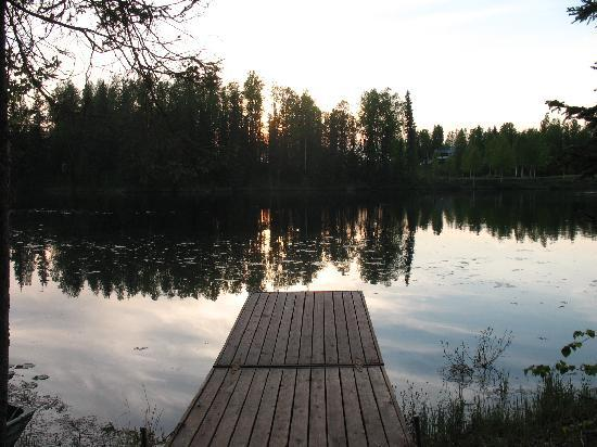 Talkeetna Lakeside Cabins: dock with small boat