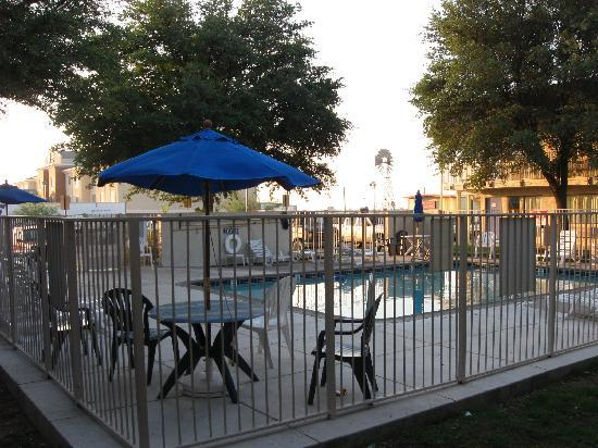 Motel 6 Ft. Stockton: Pool Area