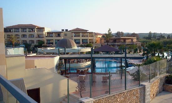 Minoa Palace Resort: Piscine ancienne partie vue du pont