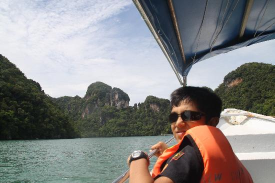 Fishing and the legendary island hopping tour : Island Hopping on a speedboat