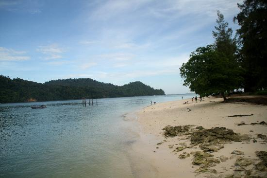 Fishing and the legendary island hopping tour : Beras Basah Island