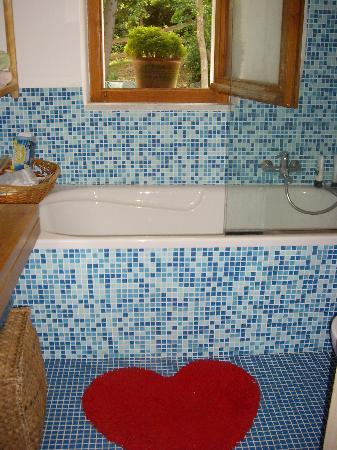 La Casa delle Fate B&B: The blue bathroom