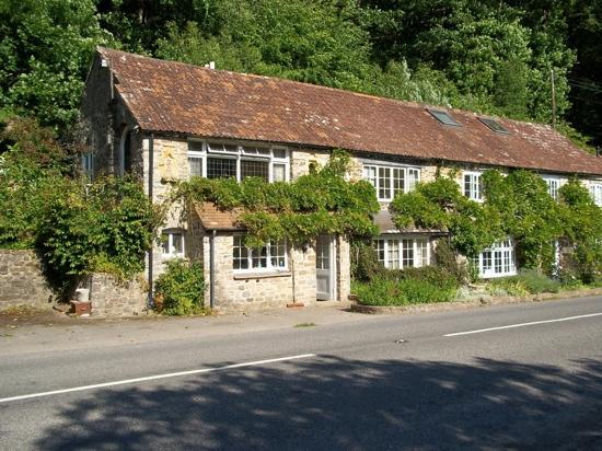 Bampton, UK: Hotel Front (view from the orchard)
