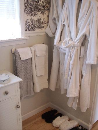 Les Lavandes Bed and Breakfast: French room bathroom