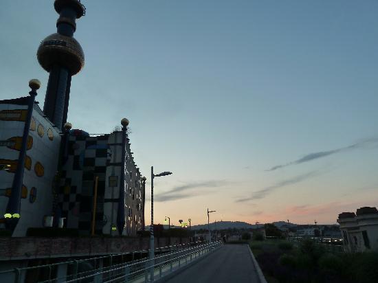 District Heating Plant Spittelau: vom radweg