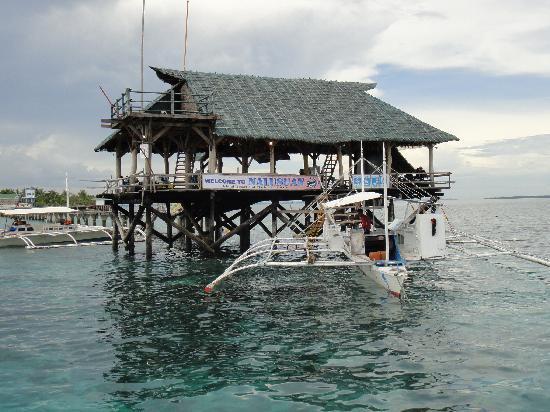 Nalusuan Island Resort: Arrivé en bateau obligatoire