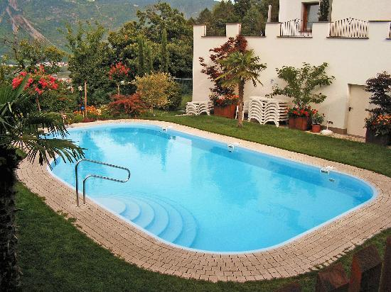 Residence Untermosslhof: Pool und Liegewiese