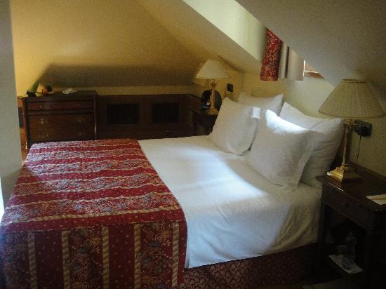 Golden Well Hotel: our dormer room